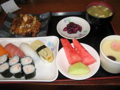 定食 at Sushi Zen。Included in the tour package.