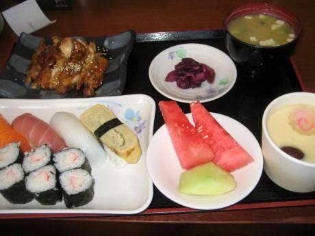定食 at Sushi Zen。Included in the tour package.