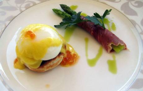 One of the best Egg Benedict we have ever had. The yolk was a tad harder than the one we once shared at a small restaurant in downtown Richmond, Virginia. The presentation at Borneka was a lot better though.