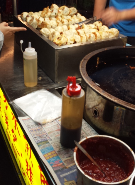 "Pan fried pork buns. 此乃""水煎包""也!"