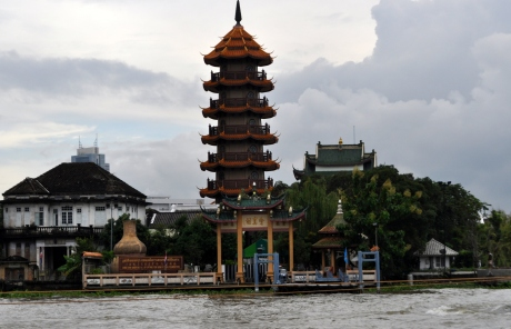 A Chinese temple on the Chao Phraya River on the way to the Grand Palace.