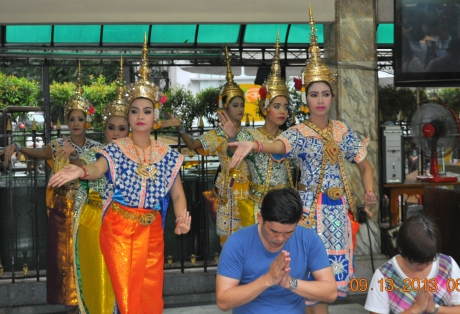These Thai dances in traditional Thai costume will perform for you when you make a donation to the shrine.