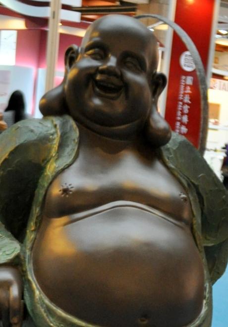 大肚能容 了卻人間多少事 滿腔歡喜 笑開天下古今愁