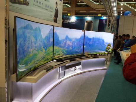 Curved d TV.