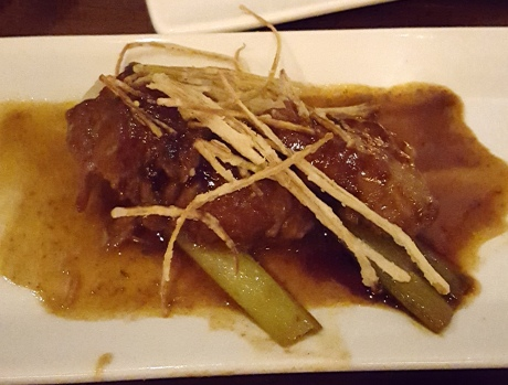 Tender pork cheek meat melt in your mouth with braised green onion and deep fried leeks。Three different textures.