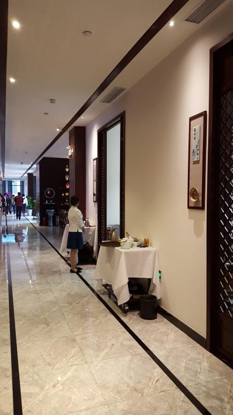 私人包廂好幾個。去餐館大廳都要走幾步路呢。